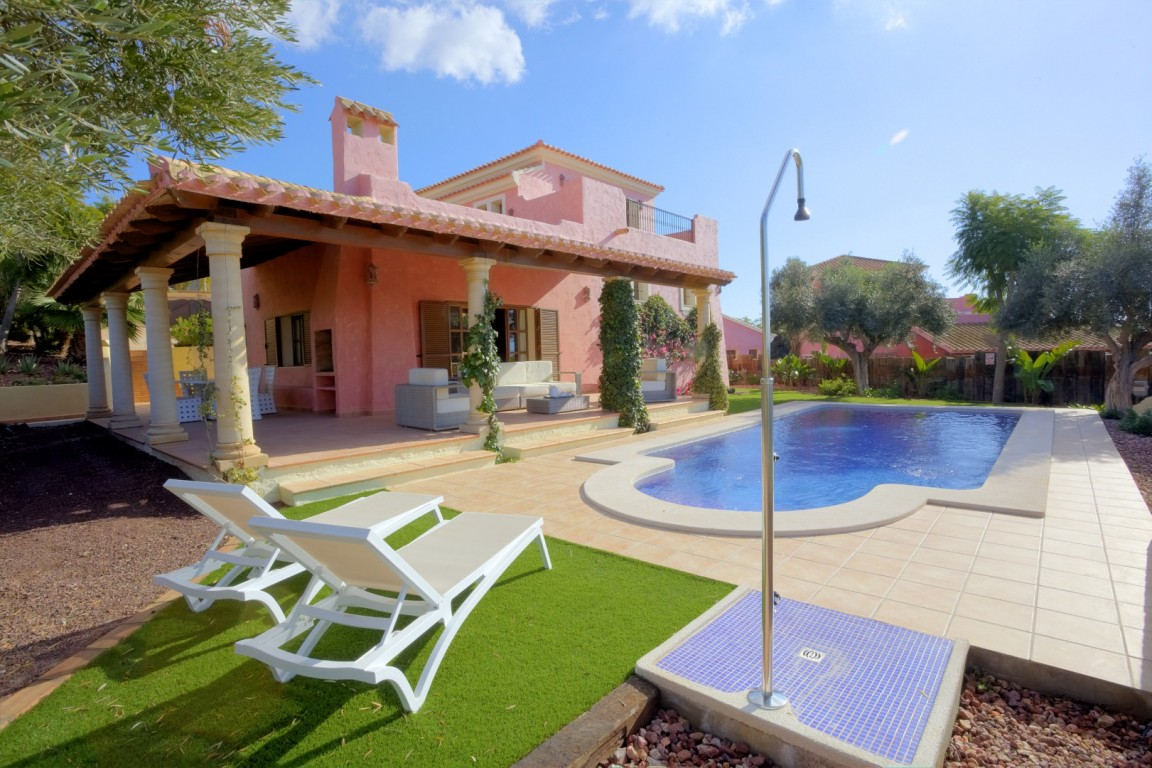 SSG-ALM3: Villa in Desert Springs Golf