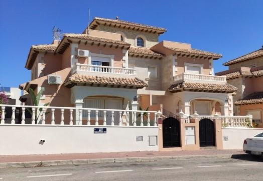 SSG-P2215A: Quad House in Aguas Nuevas